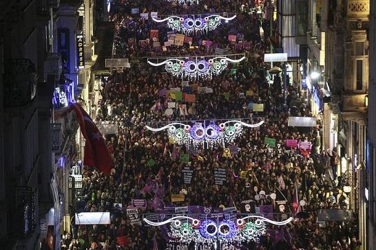 women-March-Turkey-8-march