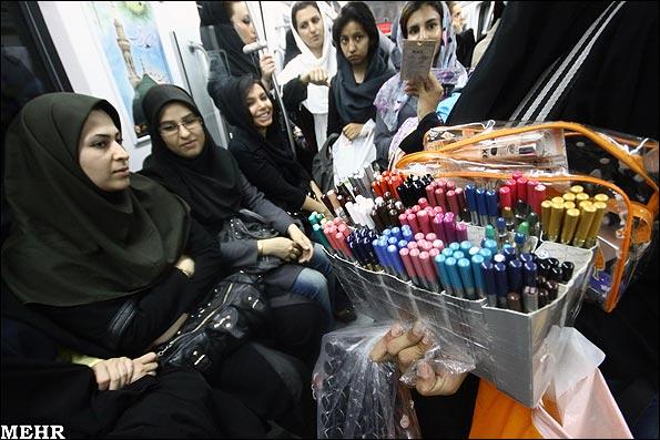 زنان-دستفروش-مترو